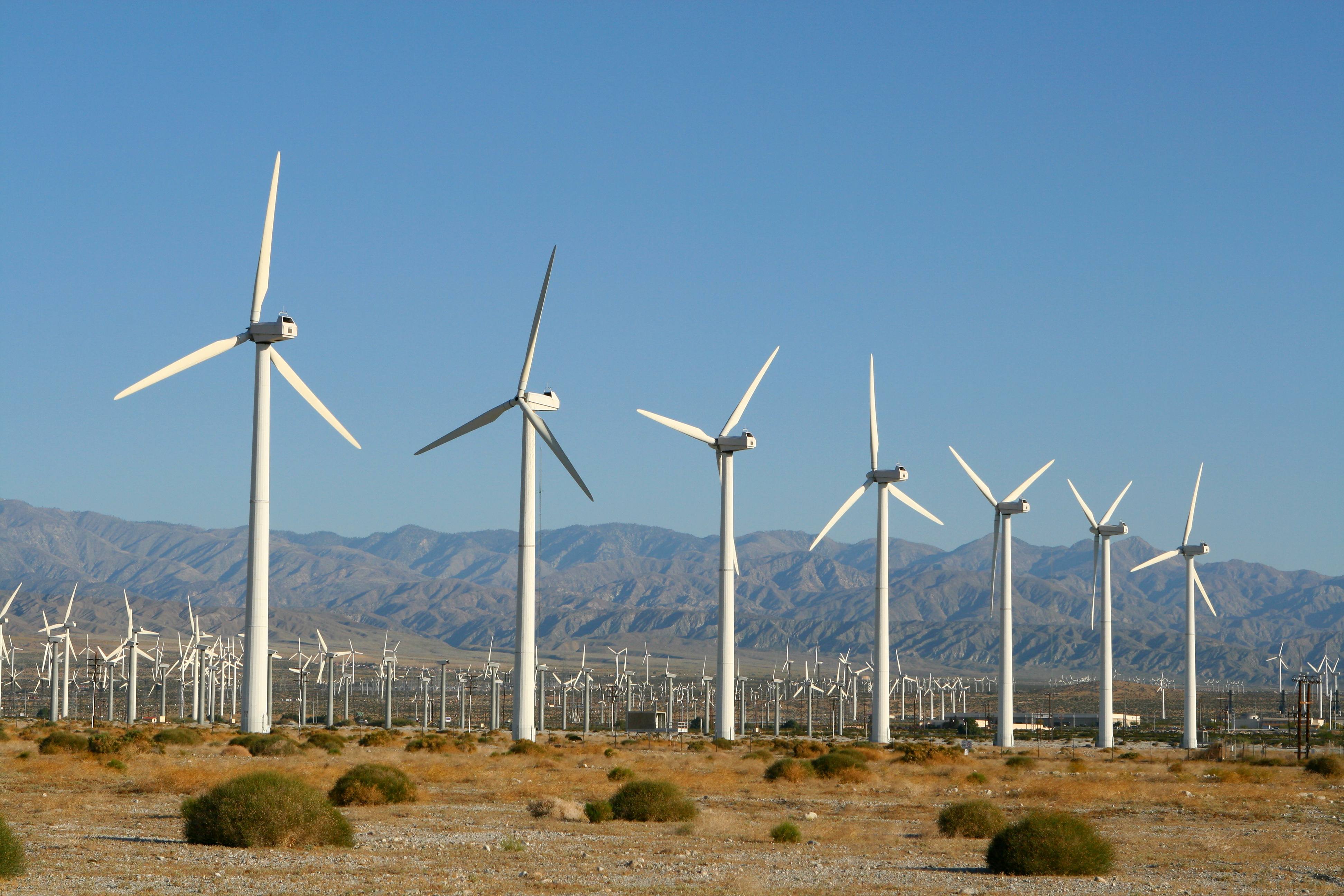 Operational condition of wind turbines in California for 86% of the time in first quarter of 2015. Image courtesy of DollarPhotoClub.com