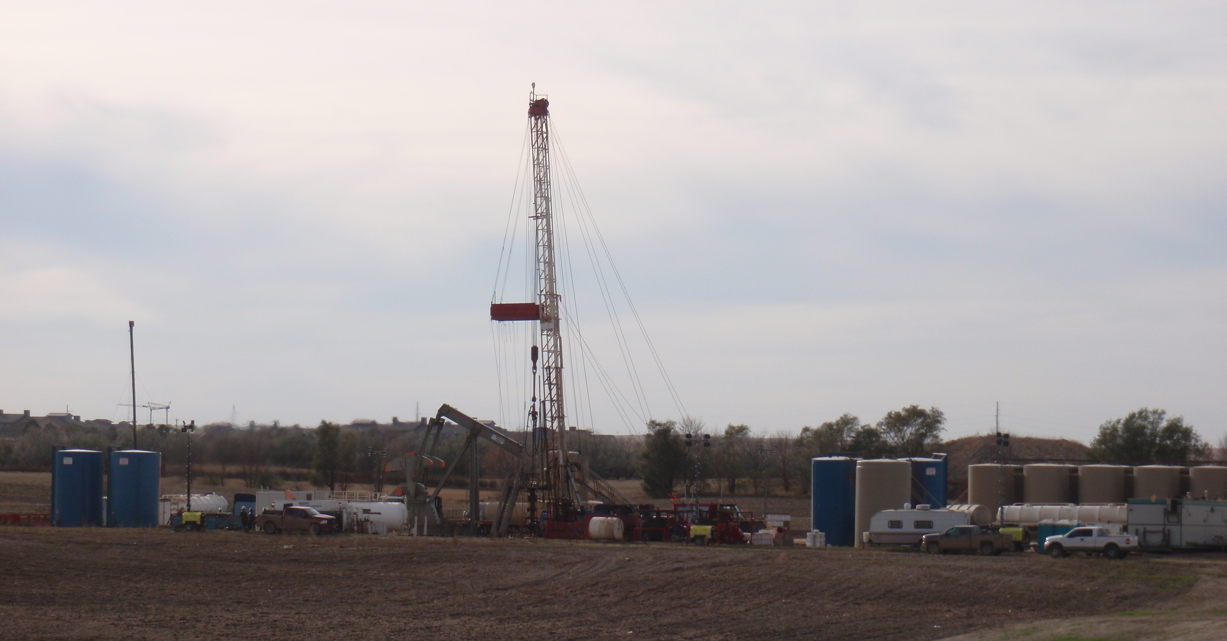 Workover rig in October 2014. Photo by James Ulvog.