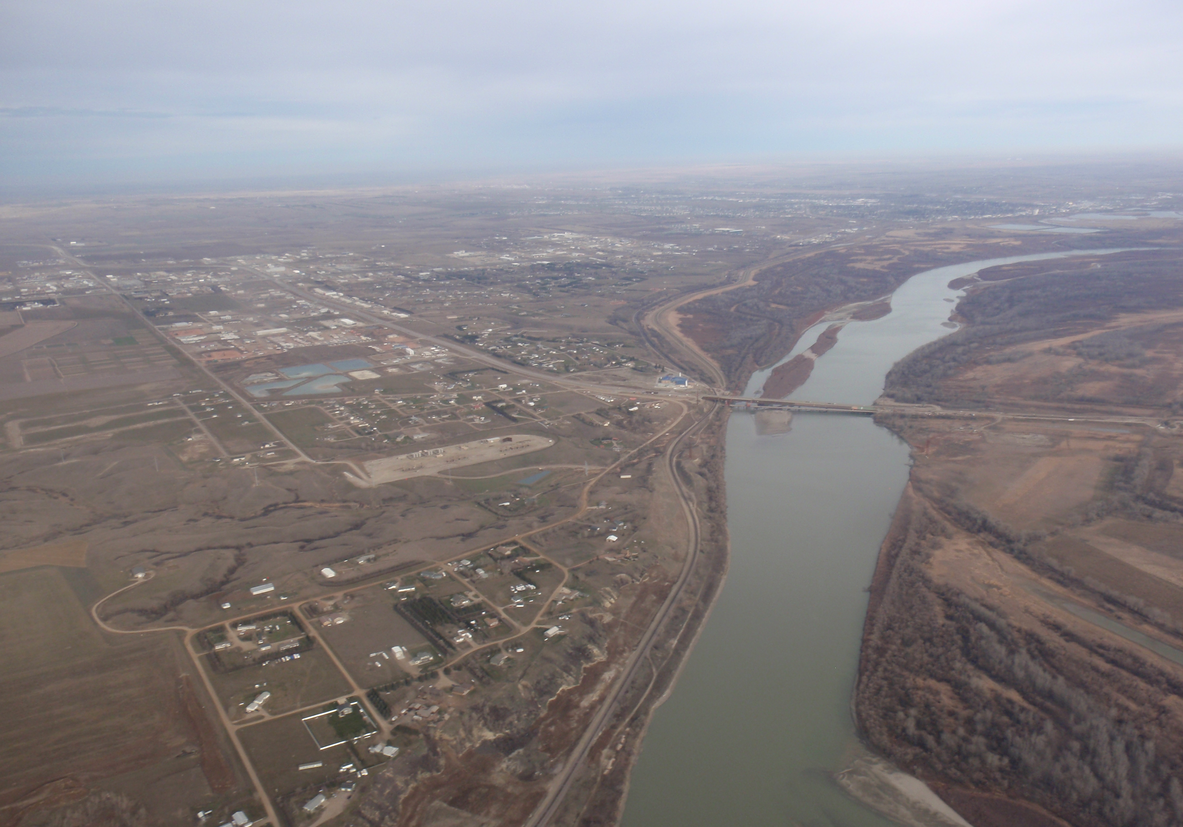 14 well pad next to Missouri River with Williston in distance. Photo by James Ulvog.