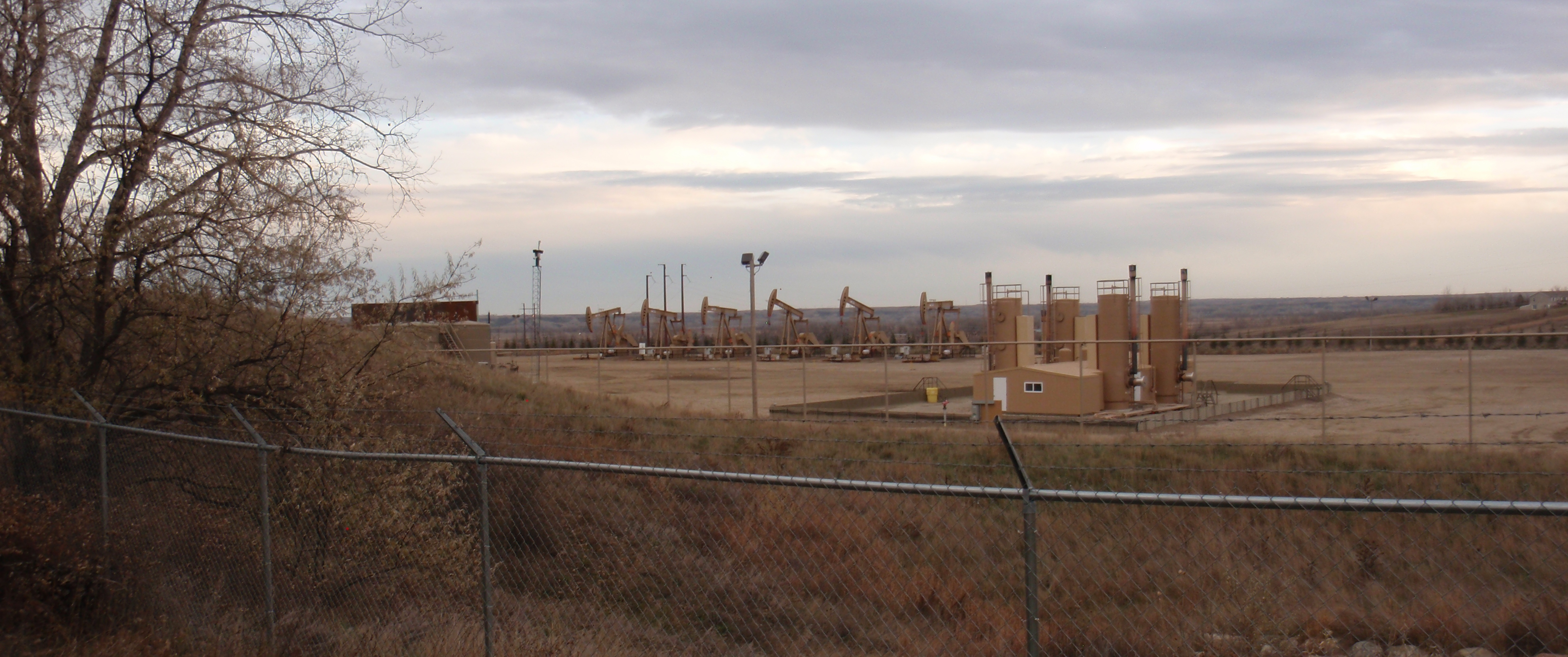 Six wells on east side of pad. Photo by James Ulvog.